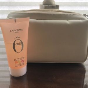 Lancôme Cosmetic Bag with O Oui! Shower Gel